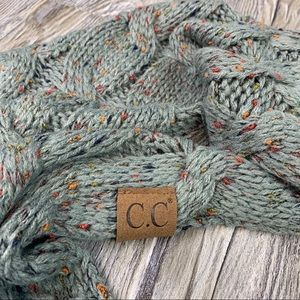 NWOT C.C. Boutique Infinity Chunky Knit Scarf Gray